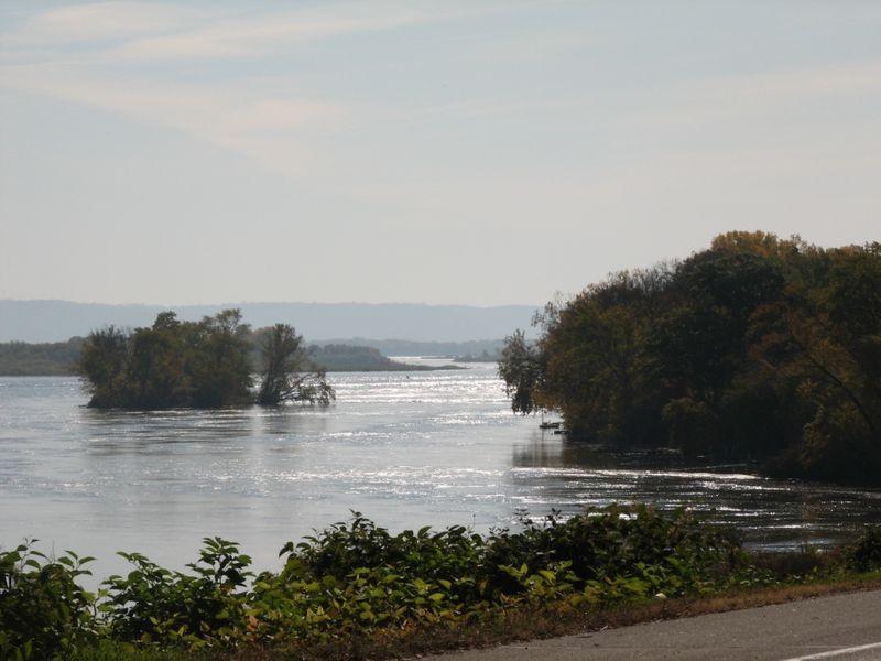 Le Crescent river