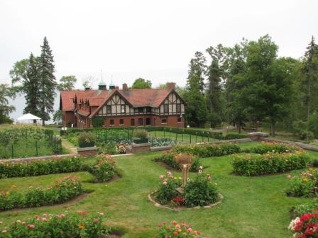 Glensheen_carriage_house_and_garden