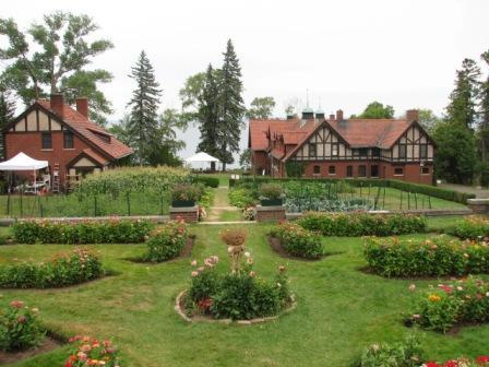 Glensheen_cottages_and_gardens