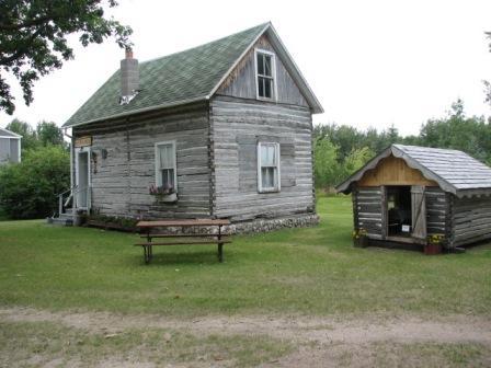 Pioneer_village_cabin_1