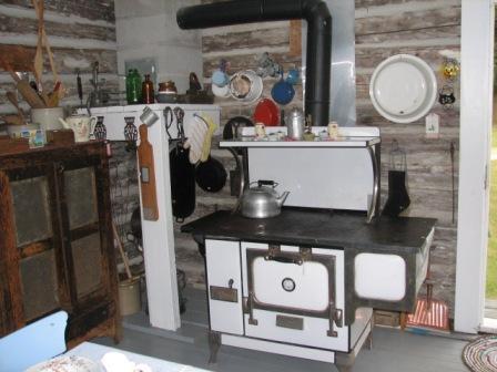 Pioneer_village_cabin_2